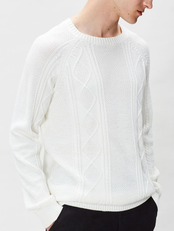 Cable Knit white