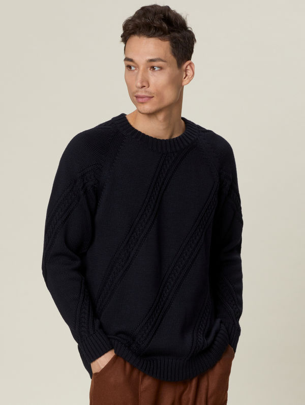 Paljakka Sweater black